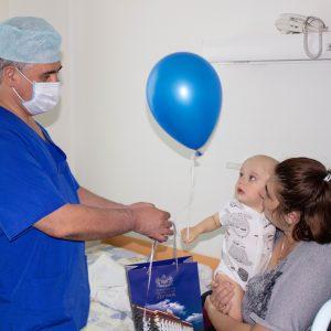 В детском отделении Федерального центра нейрохирургии 1 июня светло от улыбок детей